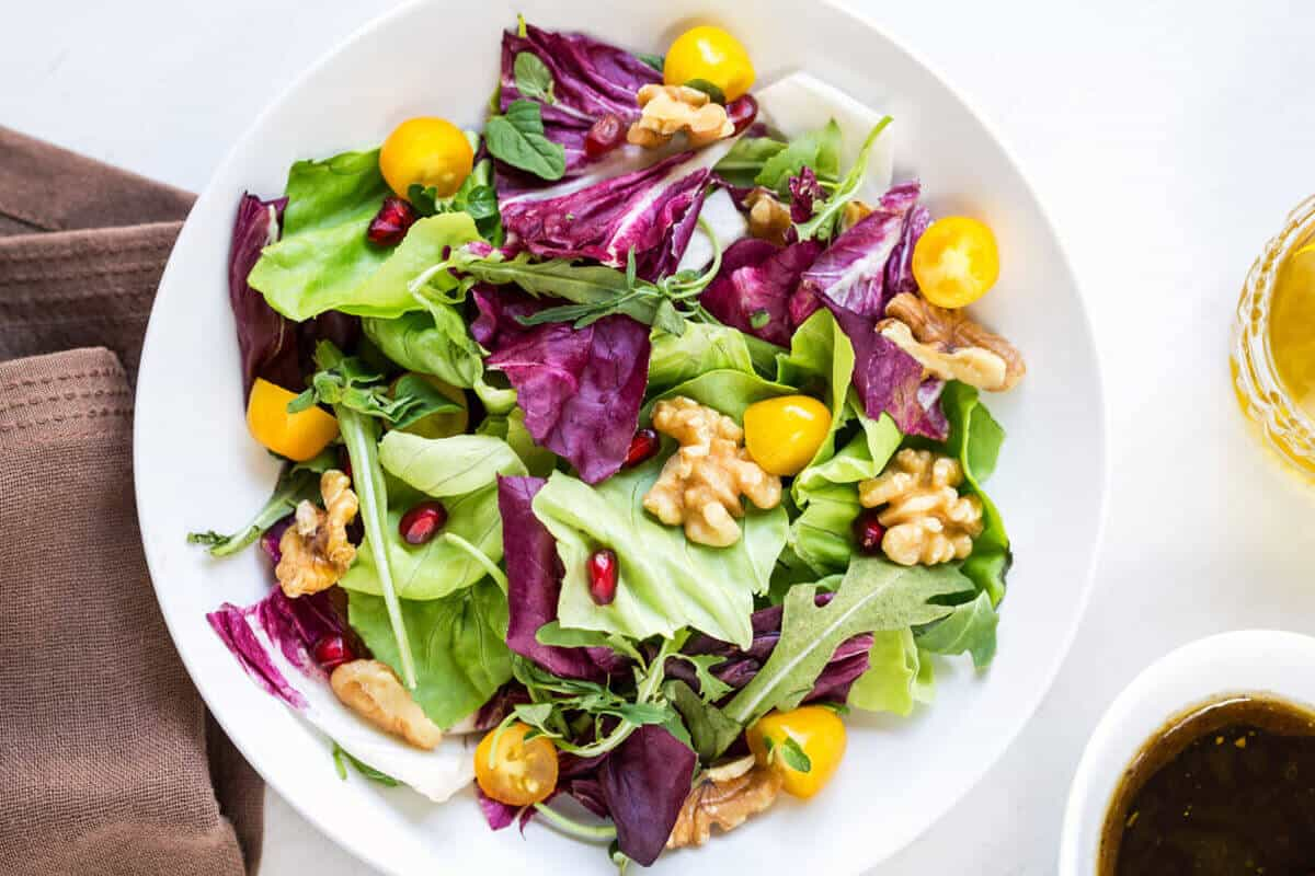green salad with walnuts and greens