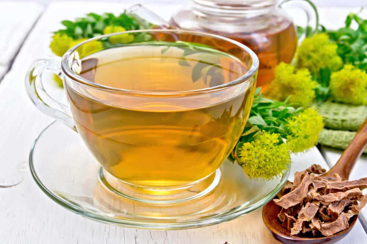 Rhodiola extract next to a cup of tea