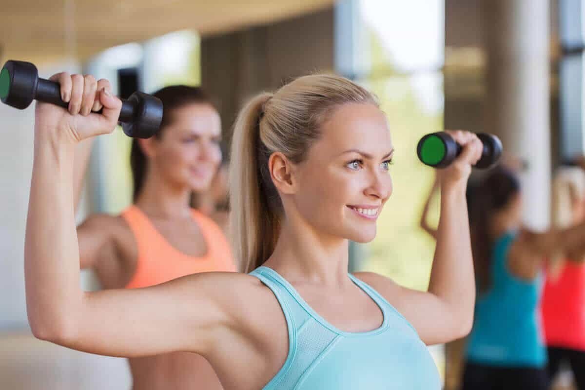 woman at the gym lifting weights