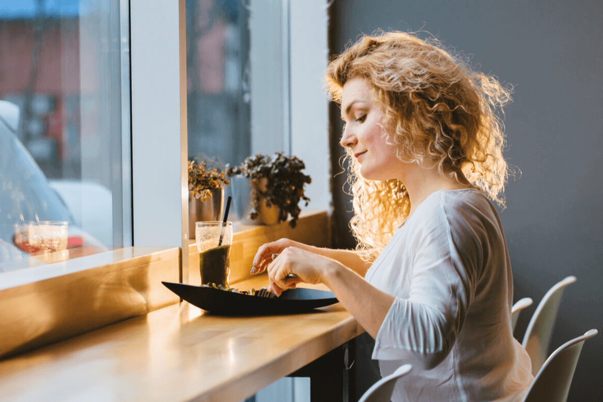 woman eating at a cafe
