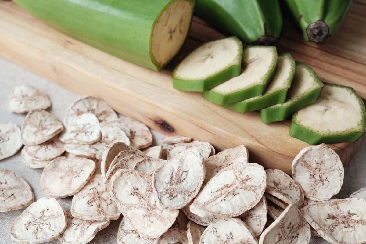 Sliced green bananas