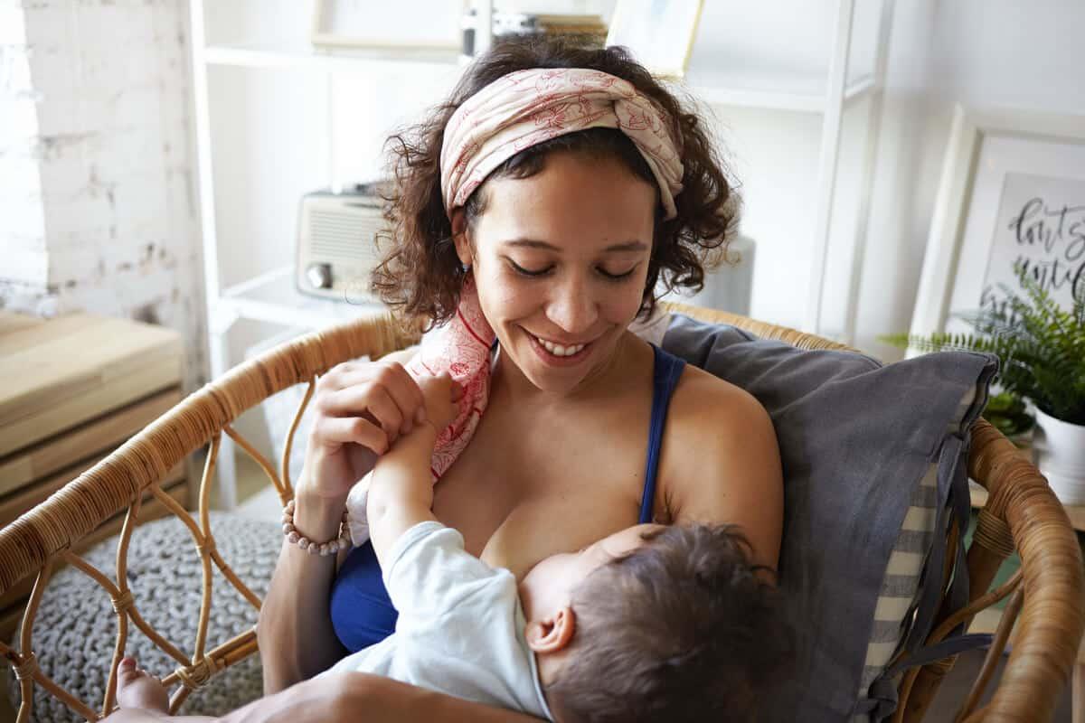 Breastfeeding tips woman breastfeeding