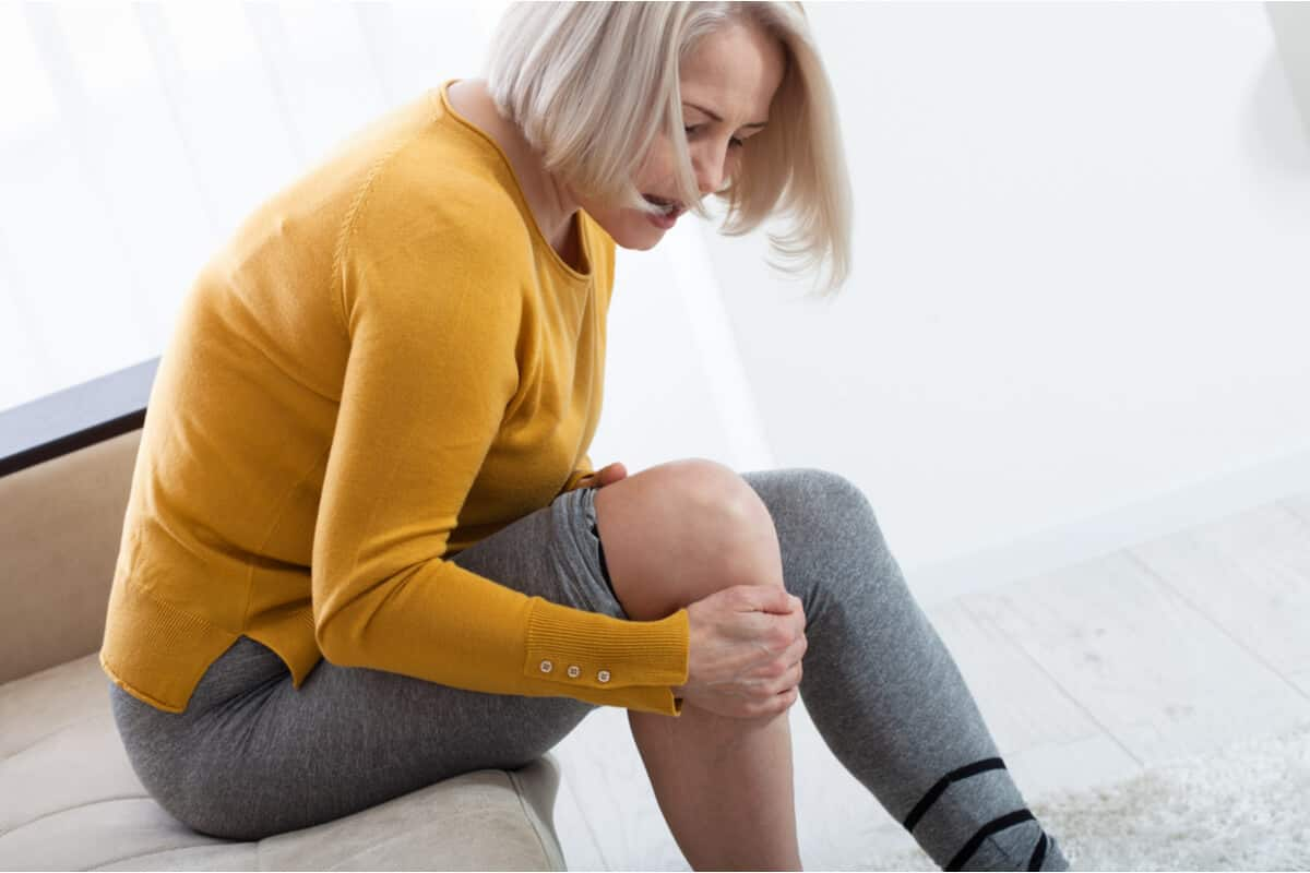 Dhea woman holding knee